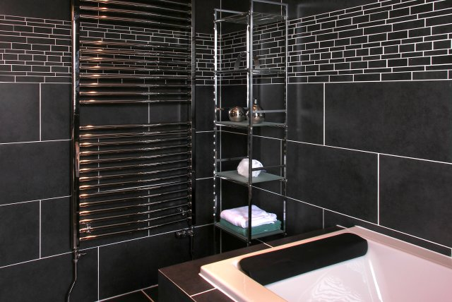 Dundrum Cottage Bathroom - luxury self catering holiday accommodation